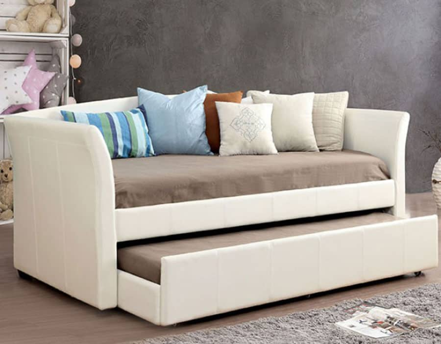 6 Tips for Styling Your Daybed